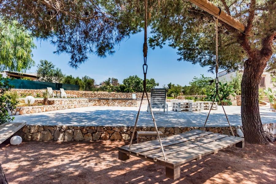 Villa con piscina comune 2 camere immersa in giardino mediterraneo a pochi metri dal mare - Piscina gonfiabile 2 metri ...