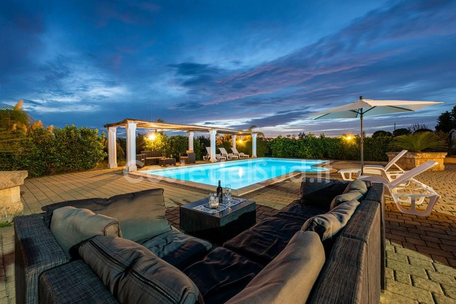 Villa con piscina esclusiva immersa nella campagna salentina Salento ...