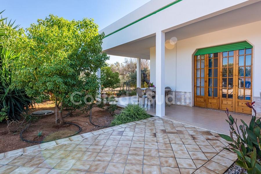 Villa con piscina esclusiva, giardino e vista mare panoramica ...