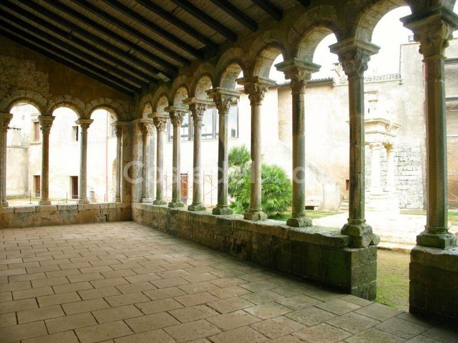 colonne Abbazia Di Santa Maria Di Cerrate