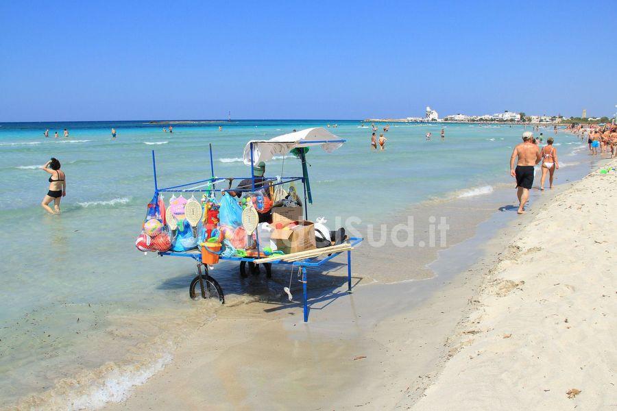 venditore Ambulante Sulla Spiaggia
