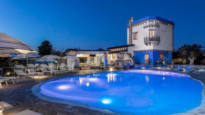 Gruppo di amici? Prenota la tua villa con piscina!